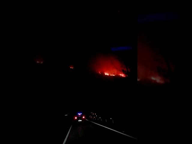 Las llamas avanzan sin control en Pantón, cerca de la N-120