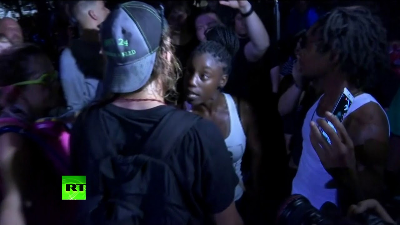 Anti-racism protesters scuffle with supporters of a Confederate monument in Dallas