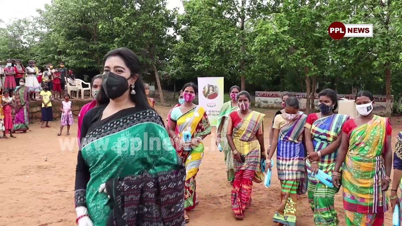 Varsha Priyadarshini Distributes Sanitary Napkins to Women | ମହିଳା ଙ୍କ ପାଇଁ ଆଗେଇ ଆସିଲେ ବର୍ଷା !