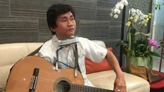 Nghệ sĩ khuyết tật Nguyễn Thế Vinh - Vừa chơi guitar và thổi Harmonica