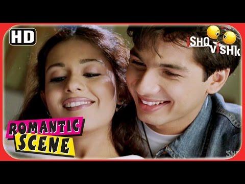 Shahid Checks Out Amrita's Personal Diary - Ishq Vishk Romantic Scenes - Superhit Romance