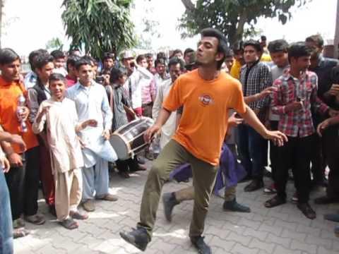 Break Dance At Dhol Beat