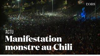 Au Chili, des feux d'artifice pour célébrer le référendum en faveur du changement de Constitution