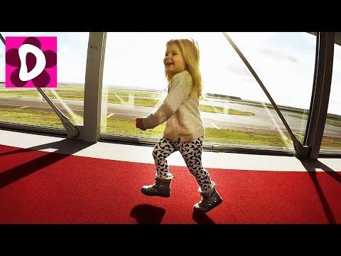Летим в АМЕРИКУ Рейс на Майами через Париж Обзор игрушек в самолете Детский канал Видео для Детей