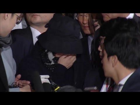 Prosecutors question South Korean president's confidant