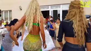 Turkish Street Gypsy Dance, Dancing