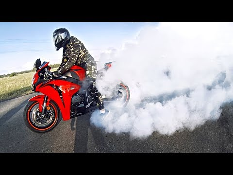 Как не надо ЖЕЧЬ РЕЗИНУ на мотоцикле - Неудачный трюк BURNOUT на спортбайке