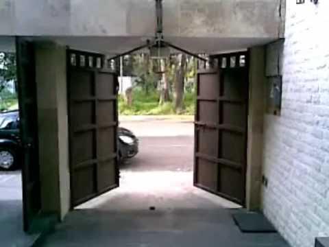 Puerta abatible hacia afuera vanefig2 youtube - Puertas abatibles garaje ...