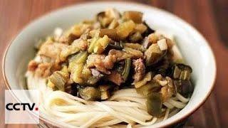 Китайская кухня: Тушёная лапша с бобами и грибам