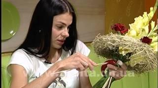Роза и баклажан, конфета и орхидея.  Хотите удивить любимых людей? Дарите им необычные букеты!(Сюжет программы «Новый взгляд» производства телекомпании «Орбита», г. Красноармейск. Каждый любит цветы..., 2015-08-27T07:20:13.000Z)