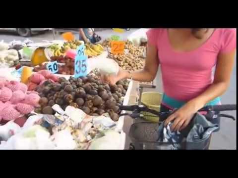RAW FOOD THAILAND: Fruits of Muang Mai Market, Chiang Mai, Thailand.