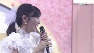 大矢真那卒業コンサート、ライブは終盤に差し掛かり最後の曲を歌う直前にメンバーから真那へサプライズがありました。寄せ書きが書かれた横...
