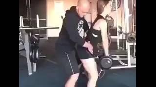 WOE..instruktur fitness kok ngajak gituan..??
