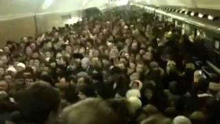 Московское метро, час пик(Переход с боровицкой на библиотеку Ленина https://www.facebook.com/teetertottertam., 2011-03-01T20:35:20.000Z)