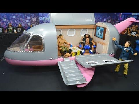 WWE FIGURE AIRPLANE!
