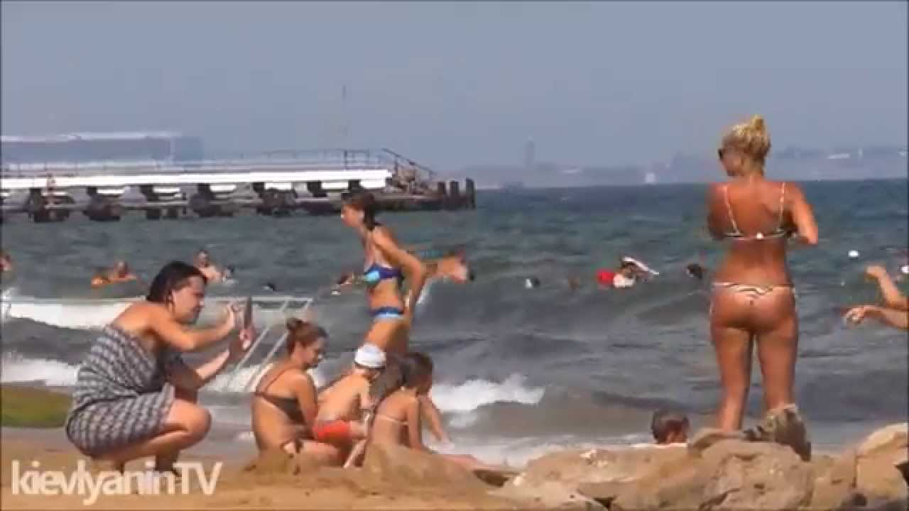 Девушки крым на пляже 23