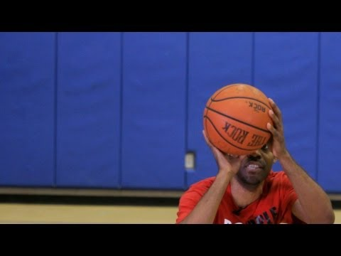How to Do a Pump Fake   Basketball Moves