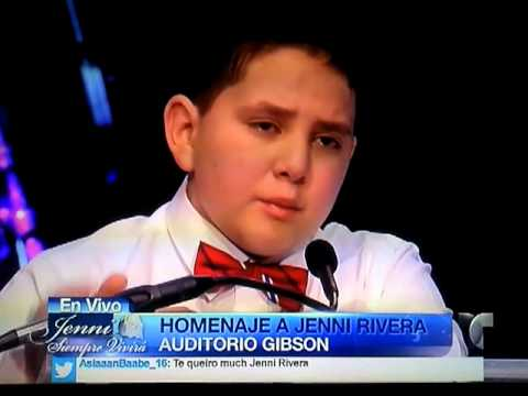 Jenni Rivera Funeral Service ~ Little Johnny hablandole a ...Jenni Rivera Funeral