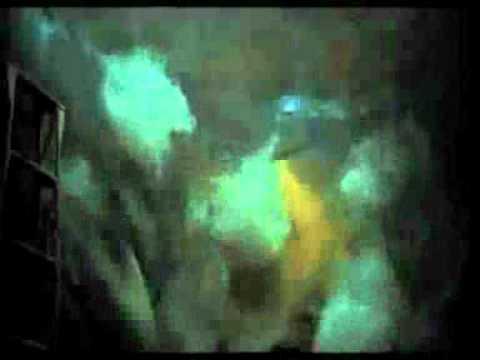 Trailer do filme Não Tenha Medo Do Escuro