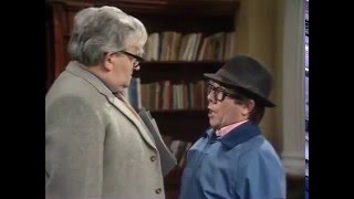 Ronnie Corbett, Ronnie Barker. CLASSIC. Two Ronnies. BEST Library Sketch. FUNNY MAN.