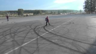 Играем в хоккей на роликах
