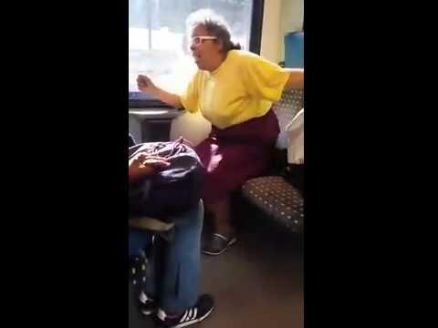 Frau Schreit Im Zug Wegem Ein Sitzplatz