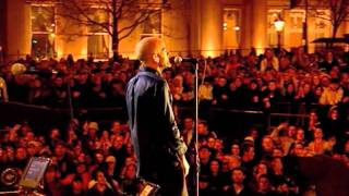 R.E.M. - Losing My Religion (Trafalgar Square 2001)