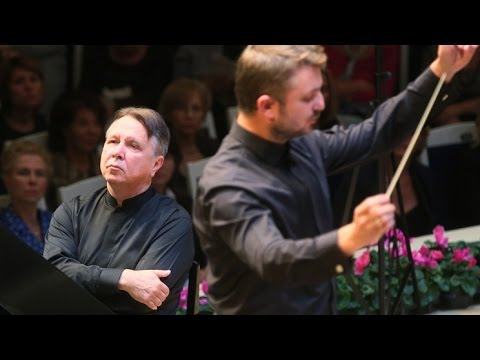Mikhail Pletnev plays Mozart - Piano Concerto No. 8 (live in Moscow, 2014)