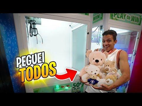 TENTAMOS PEGAR TODOS OS BRINQUEDOS DA MÁQUINA DE BRINQUEDOS!!