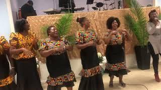Mtumishi Milca na sehemu ya waimbaji wa The Sound of Glory