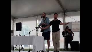 Слепаков и Гогунский поют песню