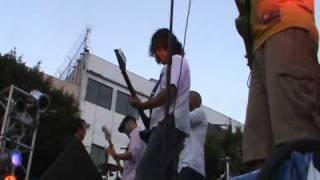 INSOLITO UN  PERRITO  BAILANDO  SKA  Y  SLAM  EN  EL TOKIN  DE  ALMALAFA    (  EXPO ROCK  2010 )