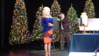 dolly parton announces addition of 2 5 million parade to dollywood s smoky mountain christmas festi