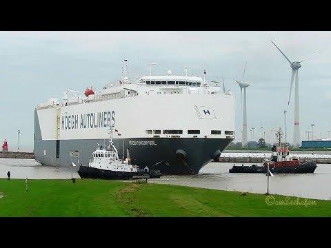 car carrier HÖEGH SINGAPORE LAJT7 IMO 9431862 inboud Emden 3 tugs assisting timelapse