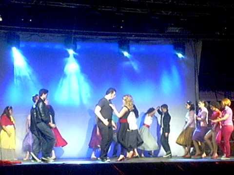 """""""Grease, el musical"""", escenificada por el grupo """"Play teatro"""" EN BAÑOS DE LA ENCINA"""