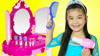 Hana Pretend Play w/ Pink Princess MAKEOVER Makeup Table Toy for Kids