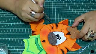 Repeat youtube video DIY Gatito en Fomi, Goma Eva, Microporoso, Easy Crafts