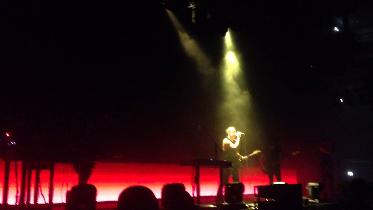 Nine Inch Nails - The Day The World Went Away live Forum Karlín ...