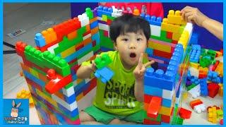 메가블럭 1000개 귀여운 아기 대형 집 만들기 도전 (귀요미 주의) ♡ 블럭 장난감 놀이 Mega bloks House Making | 말이야와친구들 MariAndFriends