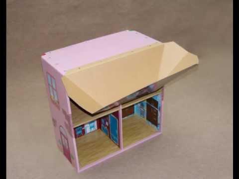 Casa de mu ecas y estanter a de cart n en la jugueter a for Casa de juguetes para jardin