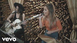 Jessie James Decker - Who's Lovin You (Live From Blackbird Studios)