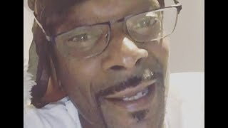 Gambar cover Snoop Dogg Reacts To Eminem's Cypher About Trump At BET Hip Hop Awards