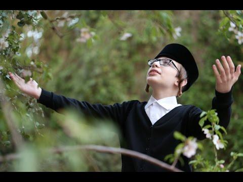 """ילד הפלא ארי רייך - """"טוב להודות"""". הקליפ הרשמי.עם מקהלת """"מלכות"""". Ari Reich"""