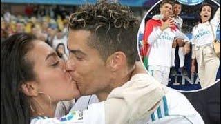OMG Cristiano Ronaldo Kiss His Girlfriend GeorginaRodriguez Epic !!! Video Must Watch ❤