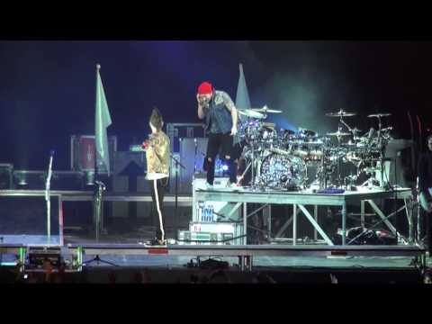 30 Seconds to Mars - Jared chat with the crowd + Shannon's BDay  (St. Petersburg, Russia 14.03.10)