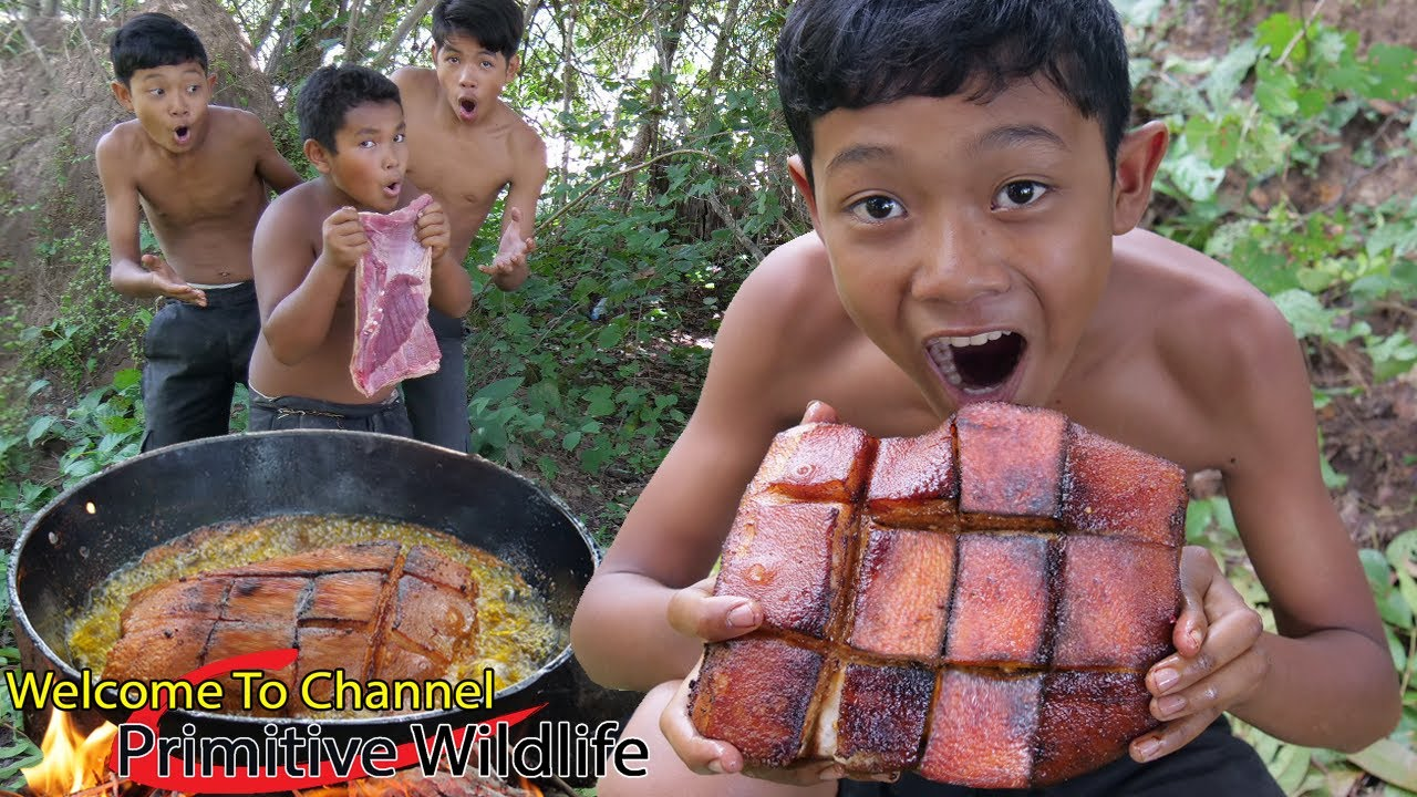 Primitive Wildlife - Cooking pork belly - Eating delicious Ep00116