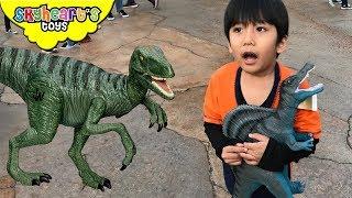 JURASSIC PARK Shopping Dinosaur toys! Skyheart shops jurassic world toys for kids dinos