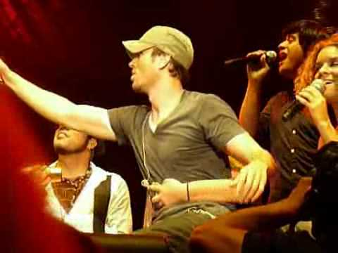Enrique Iglesias Sings to give pleasure has fans  Por Amarte