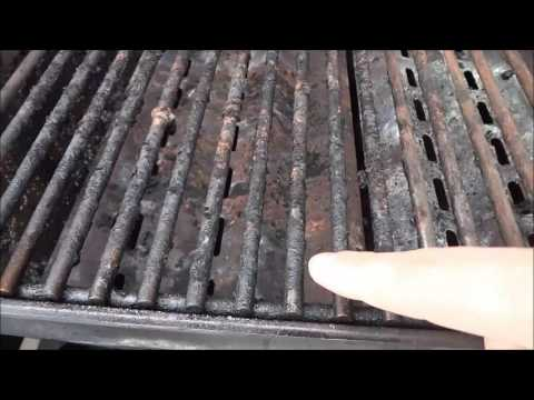 How To Clean A Barbecue Grill With Aluminum Foil