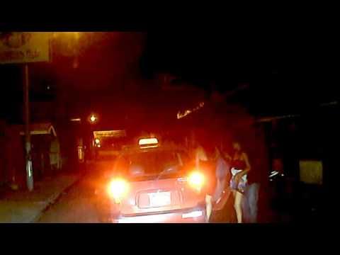 Chica Borracha de Estelí es ¿manoseada? por un mesero mientras se subía a un taxi Nicaragua thumbnail
